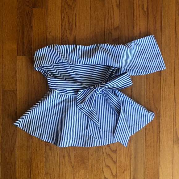 Tops - White/blue stripped peplum top😍